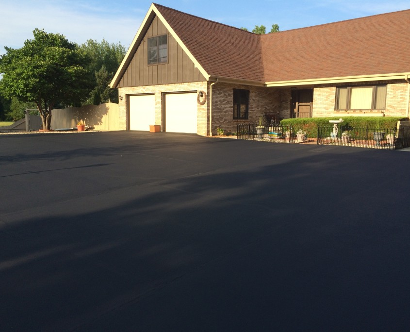 residential driveway sealcoating